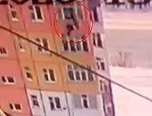 فيديو وصور.. نجاة سيدة روسية بعد سقوطها من ارتفاع 90 قدما.. ما الذى أنقذها؟