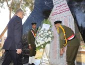 صور.. محافظ سوهاج ومدير الأمن يضعان إكليل الزهور على النصب التذكاري لشهداء الشرطة