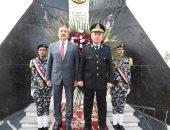 محافظا ومديرا أمن المنوفية ودمياط يضعون أكاليل زهور على نصب شهداء الشرطة