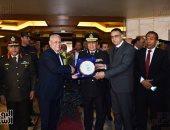 محافظ الأقصر يهنئ قيادات مديرية الأمن بمناسبة عيد الشرطة.. فيديو وصور