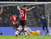 """مان يونايتد ضد ساوثهامبتون.. الشياطين الحمر يتأخرون بهدف بعد 12 دقيقة """"فيديو"""""""