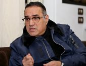 طارق فؤاد: انضربت بسبب عماد عبدالحليم وهكذا تحول مدحت صالح من مقرئ لمطرب (فيديو)