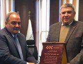 رئيس المصرية للمطارات يكرم مجدى عبد السلام مدير مطار سانت كاترين