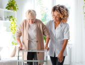 كبار السن أكثر عرضة للأزمات النفسية.. اعرف إزاى تتعامل معاهم