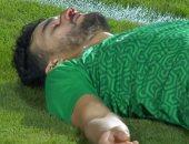 أحمد فتحى يطمئن على محمود رزق بعد إصابته فى مواجهة الأهلى والاتحاد