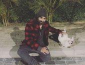 أحمد فهمى يشارك فى تحدى شيرين رضا للتوعية بالحيوانات ويتحدى زوجته وشقيقه