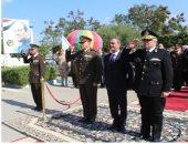 قيادات مديريات الأمن يضعون إكليلا من الزهور على نصب شهداء الشرطة ..صور