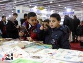 فتيات وأطفال يصنعون البهجة فى معرض القاهرة الدولى للكتاب