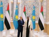 محمد بن زايد يستقبل رئيس كازاخستان لبحث العلاقات الثنائية وتقوية روابط الشراكة