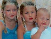 شاهد.. بيلا وجيجى حديد وشقيقهما فى الطفولة.. 3 مليونيرات فى صورة
