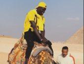بادجى يستعد لمباراة الهلال السودانى بزيارة الأهرامات وركوب الجمال.. فيديو
