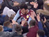 فيديو.. تريزيجيه على أعناق جماهير أستون فيلا بعد هدفه القاتل ضد ليستر