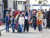 إقبال هائل من الأسر والشباب على معرض القاهرة للكتاب فى يومه السادس