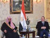 النائب العام يستقبل نظيره السعودى بمطار القاهرة