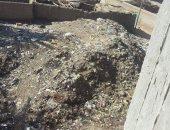 خصومة ثأرية على أرض تمنع رفع القمامة عنها منذ 40 عاما بأسيوط.. اعرف القصة