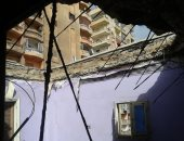 انهيار جزئى بعقار غرب الإسكندرية.. والحى: صادر له قرار ترميم لم ينفذ