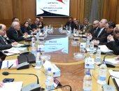 العصار ووزير الزراعة يبحثان التعاون فى تصنيع منتجات وطنية بأيدى مصرية