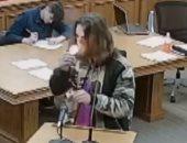 فيديو و صور.. الشرطة الأمريكية تعتقل رجل أشعل سيجارة حشيش داخل المحكمة