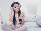 تقرير: 53% من الأطفال يمتلكون هاتفا ذكيا فى سن السابعة