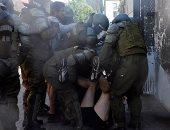 """الشرطة التشيلية تسحل متظاهرين شاركوا فى احتجاجات """"عدم المساواة"""""""