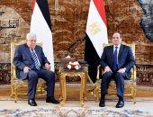 السيسي يستقبل الرئيس الفلسطيني بقصر الاتحادية
