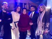 """فيديو وصور.. كواليس تصوير فيلم """"مش أنا"""" لتامر حسني في الرياض"""