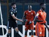 صور .. لاعب نواذيبو الموريتانى يطلب حذاء على جبر بعد مواجهة الكونفدرالية