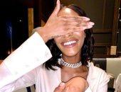 عارضة الأزياء جوردان دان تستعرض خاتم خطبتها.. سعره 22 ألف جنيه استرلينى