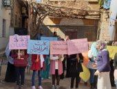 التضامن تقدم أنشطة توعوية فى قرية طفلة أسيوط ضحية الختان.. صور