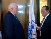 """عضو بـ""""المصرى"""" يؤدى قسم الولاء أمام رئيس الحزب.. وانتقادات على السوشيال"""