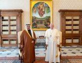 ولى عهد البحرين يلتقى البابا فرنسيس لتعزيز علاقات الصداقة والتعاون مع الفاتيكان