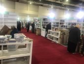 """الناشرون العرب يجمعون """"كارتين"""" الكتب استعدادًا لمغادرة معرض الكتاب.. صور"""