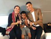"""والدة كريستيانو رونالدو تحتفل بعيد ميلاد """"الدون"""" بصورة معه وبمشاركة حفيدها"""