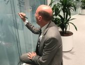شريف العريان يوقع على حائط المشاهير فى اللجنة الأوليمبية الدولية