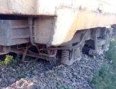 خروج عربتين من قطار طنطا كفر الشيخ عن القضبان في قطور.. صور