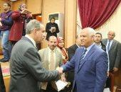 محافظ كفر الشيخ يكرم المتميزين في المجلس التنفيذي الأول
