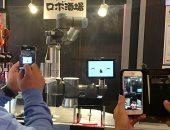 """سلسلة مطاعم يابانية تستعين بروبوت """"جرسون"""" لتقديم المشروبات.. فيديو"""