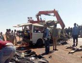 أول صور لحادث الطريق الصحراوى بأسوان بعد مصرع 13 شخصا