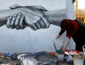 صور.. لوحة جدارية فى وسط بيروت تدعو للتمساك والإتحاد