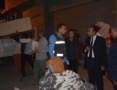 نائب محافظ المنيا يتابع أعمال تسكين أسرة انهار منزلها