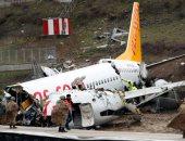 تحطم طائرة انحرفت عن المدرج أثناء هبوطها فى مطار إسطنبول وسقوط ضحايا
