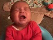 عايز تسكت ابنك سمعه صوت عياطه..رضيع يتوقف عن البكاء بعد سماعه تسجيل لبكاءه