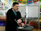 الناخبون فى أيرلندا يصوتون فى انتخابات عامة لاختيار برلمان جديد