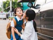 5 حاجات اعمليها للحفاظ على طفلك بعد رجوعه من المدرسة.. منها قيسى حرارته
