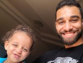 مدحت العدل ومجدى عبد الغنى يدعمان عمرو السولية بعد التنمر بصور أبنته