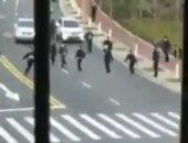 الشرطة الصينية تطارد مشتبها فى إصابتهم بفيروس كورونا بالشوارع.. فيديو