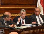 وزير الكهرباء يتعهد برفع مطالب المستثمرين بخفض الأسعار لرئيس الوزراء
