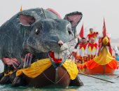 الفينيسيون ينظمون كرنفال فى القناة الكبرى بالبندقية الإيطالية
