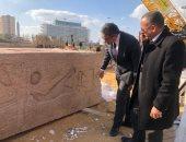 صور.. وزير الأثار يتابع تركيب أجزاء مسلة الملك رمسيس الثانى بميدان التحرير