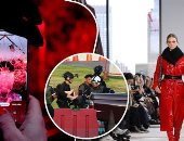 صور.. العالم هذا الصباح.. الشرطة التايلاندية تنجح فى تصفية مسلح قتل 21 شخصا شمال البلاد.. وإطلالات مميزة خلال أسبوع الموضة فى نيويورك.. وعروض رائعة خلال مهرجان المنحوتات الجليدية فى لاتفيا